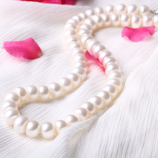 Elegant White Freshwater Pearl Necklace for Mom - Click Image to Close